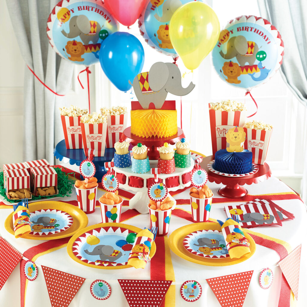 Circus animals on decorations plates and banners